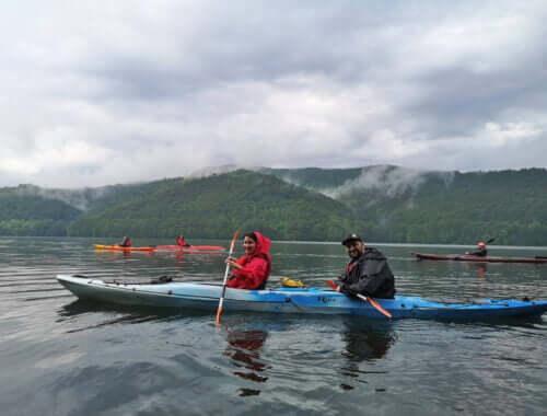Caiac dublu pe Lacul Vidraru