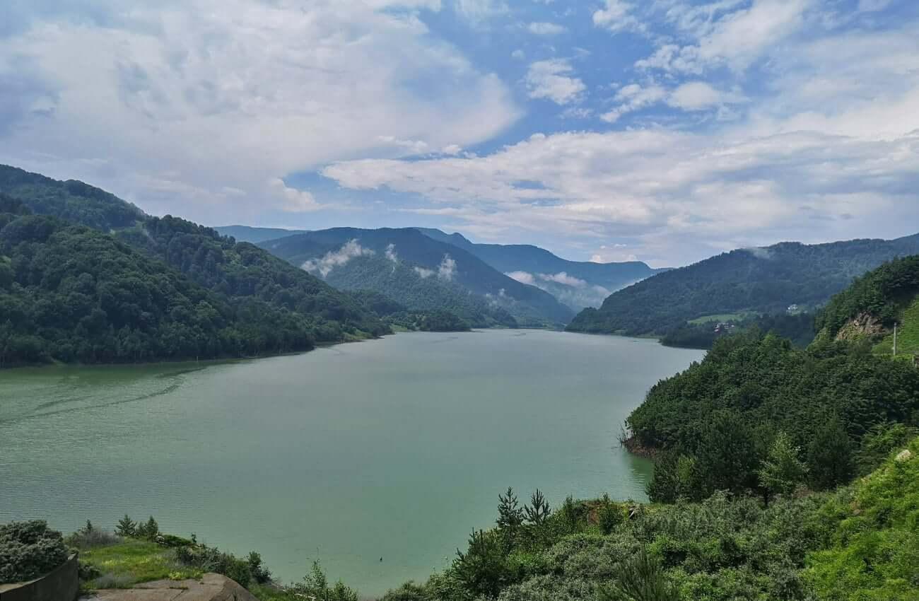 Lacul Siriu văzut de la baraj